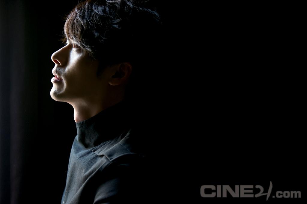 http://image.cine21.com/cine21/person/2011/0211/P0000018_SHJ_1905.jpg