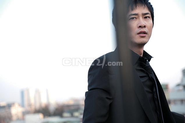 http://image.cine21.com/resize/cine21/person/2009/0416/P0000013_69908%5BW636-%5D.jpg