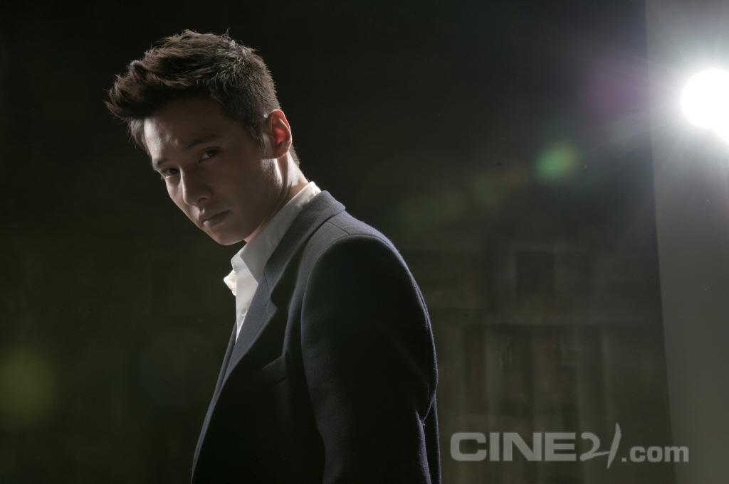 http://image.cine21.com/resize/cine21/person/2010/0902/P0000029_SON_3050.jpg